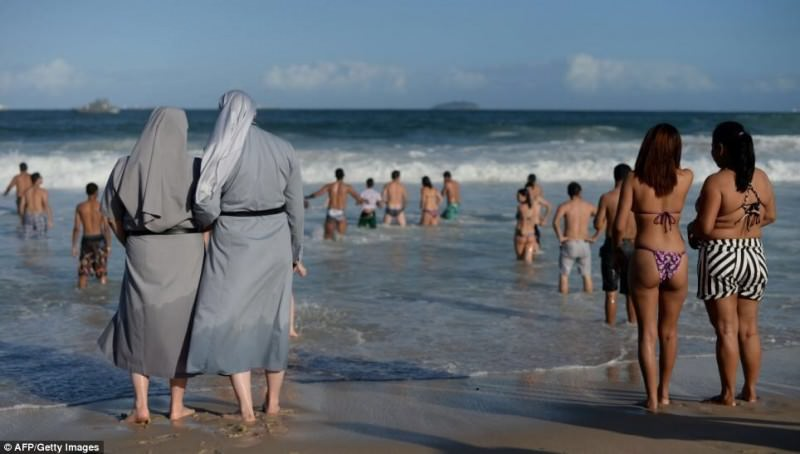 Would France make these ladies to take their clothes off too? #BurkiniBan